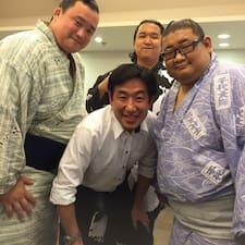 Yoshi es el anfitrión.