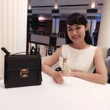 Vuong es el anfitrión.
