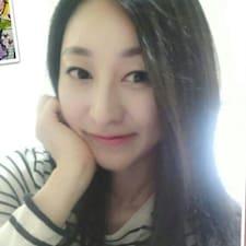 윤미 ist der Gastgeber.