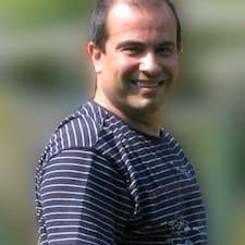 Raúl è l'host.