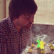 Sergey es el anfitrión.