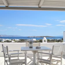 Γεώργιος is the host.