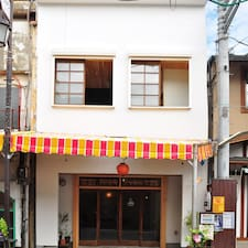 Hostel & Salon Saruya is the host.
