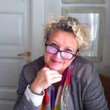 Hanne Silke is the host.