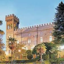 Hotel Torre Dei Calzolari Palace ist der Gastgeber.