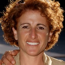 Maria è l'host.