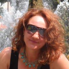 Ilaria es el anfitrión.