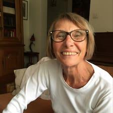 Marie-Noëlle is een SuperHost.