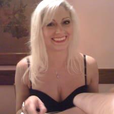 Wendy Marie est l'hôte.
