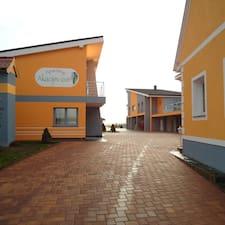 Apartments Akacijev Izvir je domaćin.