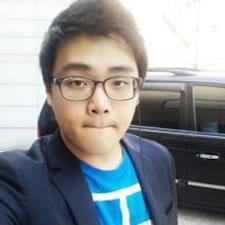Alex Yoonho je domaćin.