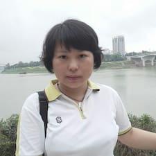 萍 is the host.