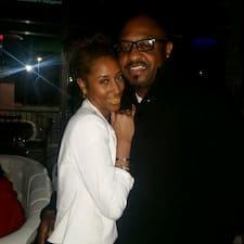 Mr. And Mrs. Reginald es el anfitrión.