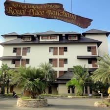 Royal Place คือเจ้าของที่พัก