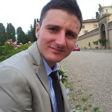 Matteo es el anfitrión.