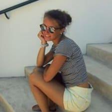 Profil Pengguna Anne-Caroline