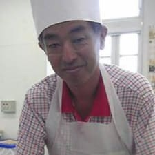 Yoichi è l'host.