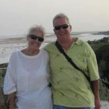 John And Wendy je hostitelem.