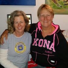 โพรไฟล์ผู้ใช้ Deborah And Carole