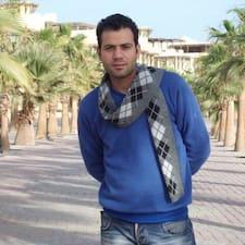 Hossam je domaćin.