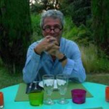 Jean-Claude — хозяин.