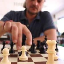 Ángel — хозяин.
