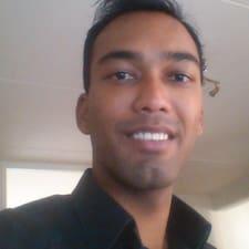 Pradeep è l'host.