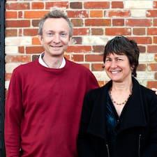 Stuart And Joanne je domaćin.