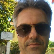 Stefano — хозяин.