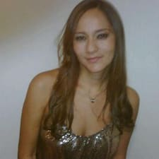 Alejandra è l'host.