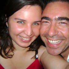 Vincenzo E Maria es el anfitrión.