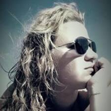 Lucile felhasználói profilja