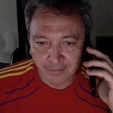 Juan Pablo je domaćin.