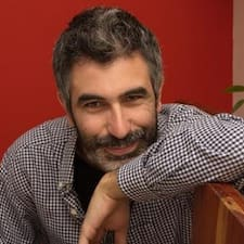 Sergio è l'host.