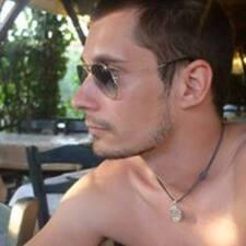Aleksandar — хозяин.
