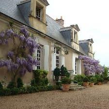 Joèle是房东。