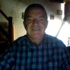 Jean Pierre — хозяин.