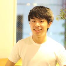 Takuya je domaćin.