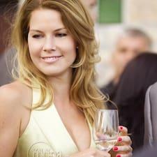 Viktoria è l'host.