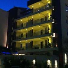 Apartments M Palace是房东。