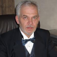 Владислав je domaćin.
