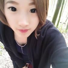 红艳 est l'hôte.