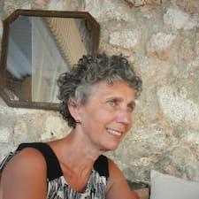 Françoise is a superhost.