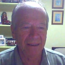 Augusto Cesar — хозяин.