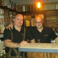 Robert & Dieter je domaćin.