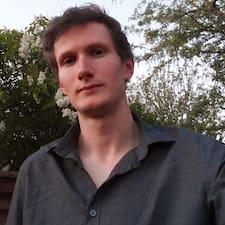 Lewis felhasználói profilja