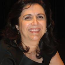 Maria Cristina è l'host.