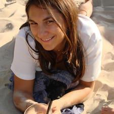 Maria Fernanda è l'host.