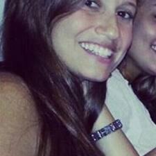 Ana Cristina è l'host.