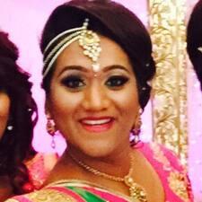 Priya ist der Gastgeber.